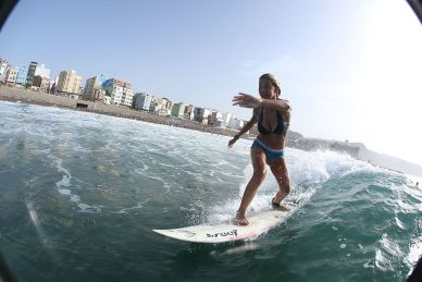 eFoil-Surfing-n-her-vorgestellt-Surfen-bei-Wind-Wetter