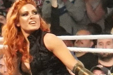 Becky Lynch im Kampf Charlotte Flair bei Hell in a Cell 2018